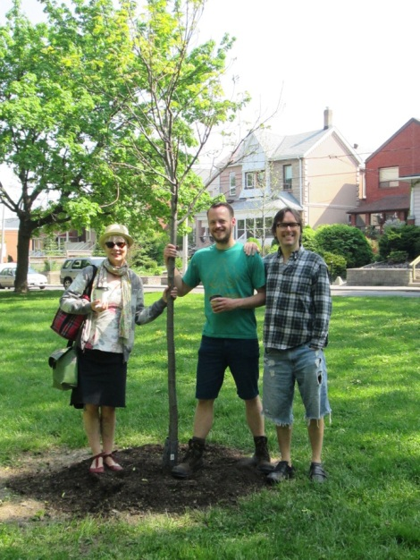 Arborist Adam (centre) with Anne and Dave and their adopted Red Oak